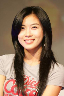 Hi Ji-won casual look